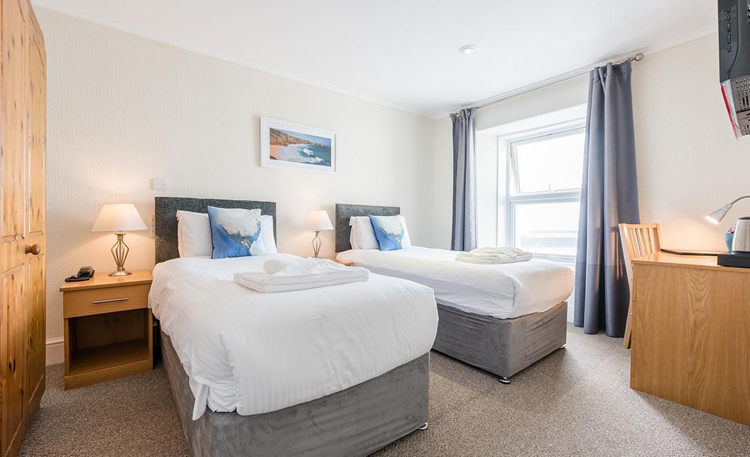 http://Seaview%20Room%20|%20Land's%20End%20Hotel