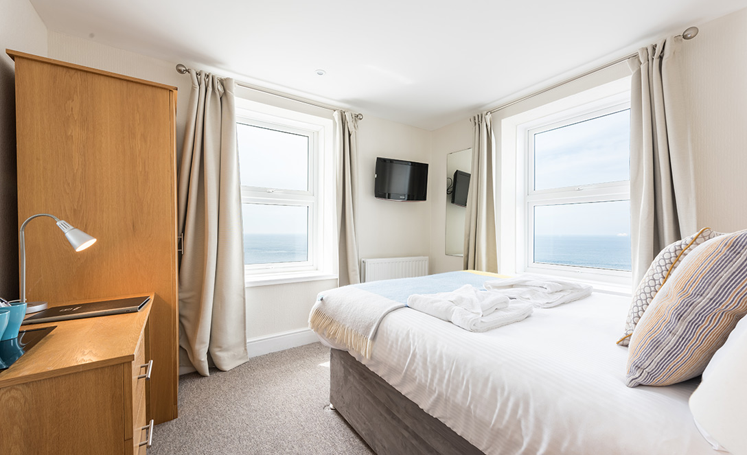 http://Deluxe%20Seaview%20Room%20|%20Land's%20End%20Hotel